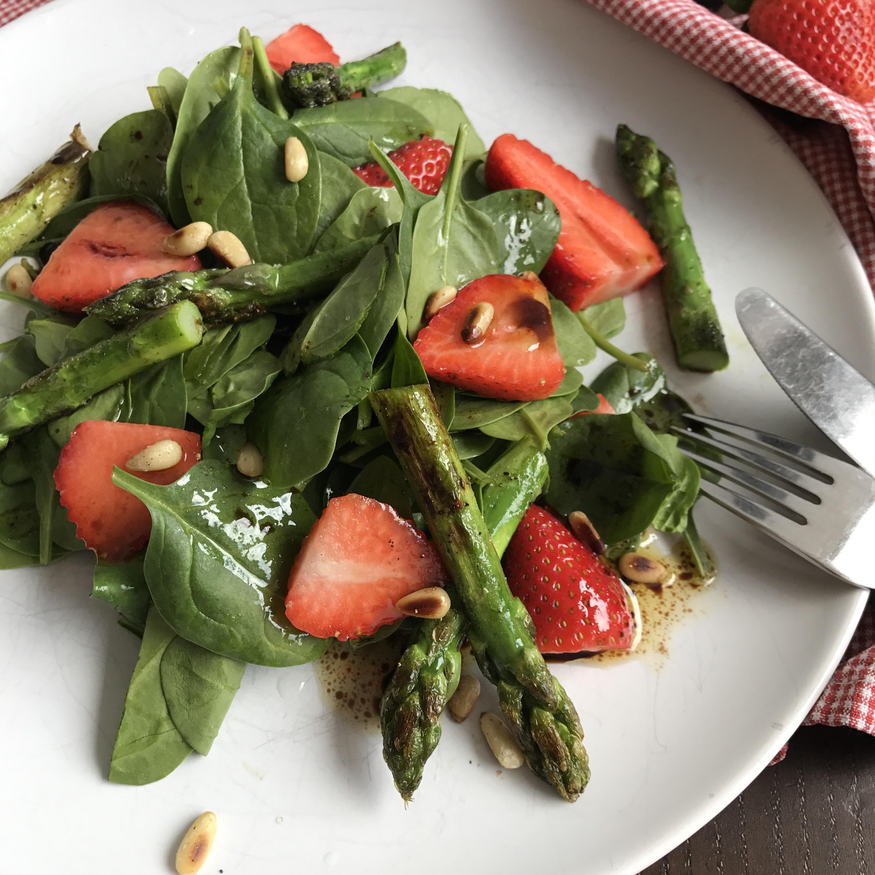 Veganer Spargel Erdbeer Salat Fleur De Sel